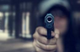 Σκηνές Φαρ Ουέστ στο Ασήμι με πυροβολισμούς μέρα – μεσημέρι!