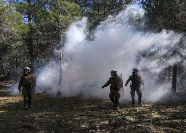 Στ. Πέτσας: Αποσύρονται κάποιες από τις δυνάμεις των ΜΑΤ από Λέσβο και Χίο