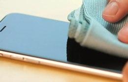 """Αυστηρή προειδοποίηση Τσιόδρα: """"Σχολαστικός καθαρισμός σε κινητά τηλέφωνα"""""""