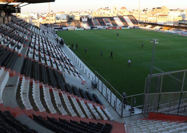 Ανοικτά γήπεδα σε περιοχές χωρίς πολλά κρούσματα σχεδιάζει η Κυβέρνηση