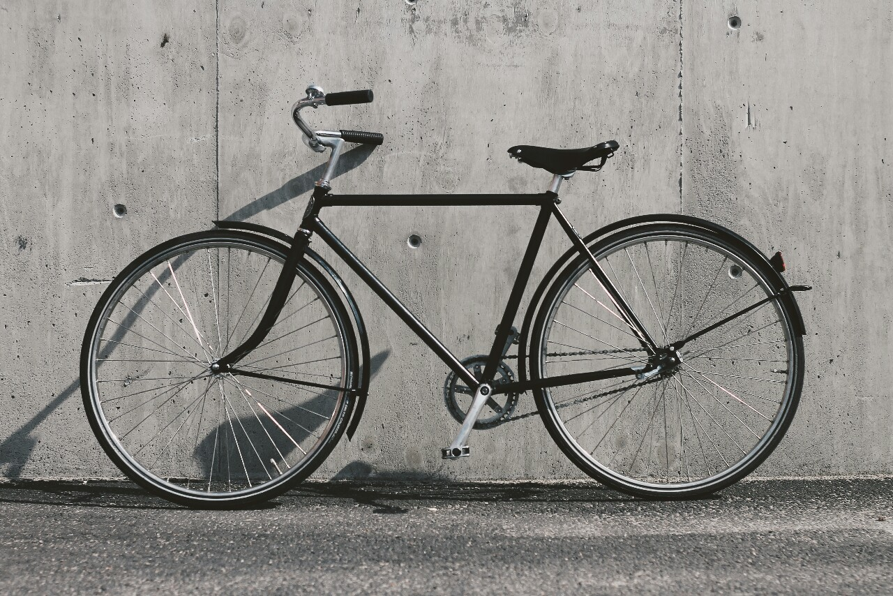 Black simple Pelago Bristol bicycle
