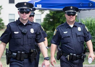 The black uniforms make these American policemen look a little scary.