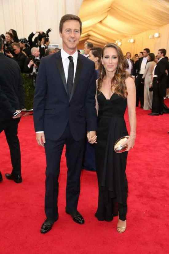 Edward Norton in a midnight blue, slim notched lapel tuxedo with flaps and black neck tie - the only thing he got right is the patent leather shoes