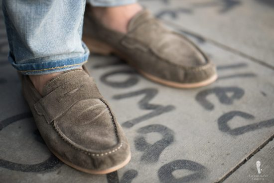 Relaxed penny loafer in grey suede with washed out denim