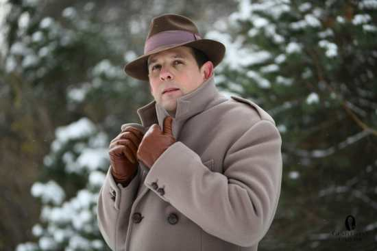 British warm overcoat paired with cognac colored gloves from Fort Belvedere