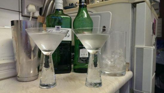 Shaken (left) and stirred martinis