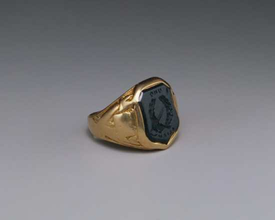 Signet Ring Revers Engraved on Bloodstone and yellow gold with crest