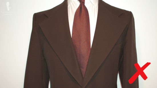 Avoid lapels that are too wide