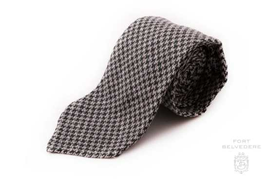 Houndstooth Bourette Silk Tie in Bottle Green and Pearl Gray - Fort Belvedere