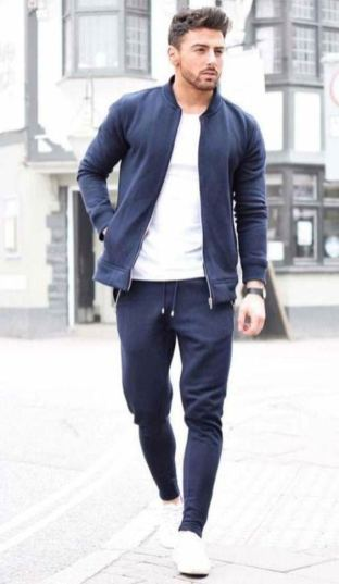 white sneakers with athleisure outfit 3