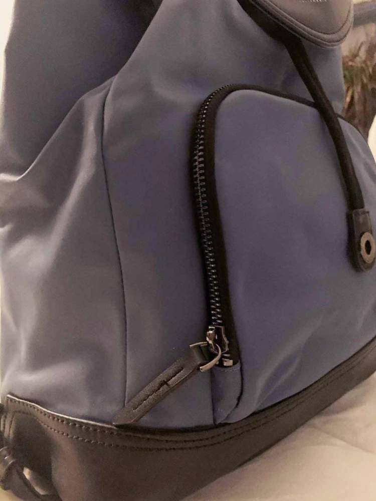 targus newport bag detail shot