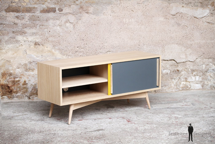 enfilade ou petit meuble tv en chene avec 2 portes coulissantes