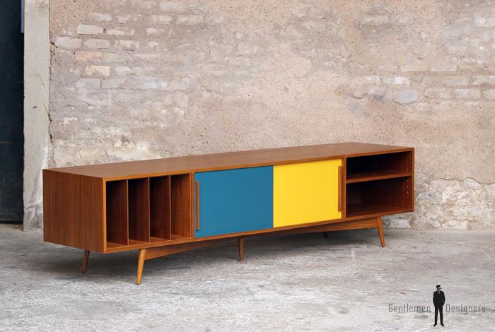 meuble tv et vinyles comprenant 2 niches pour les appareils electroniques