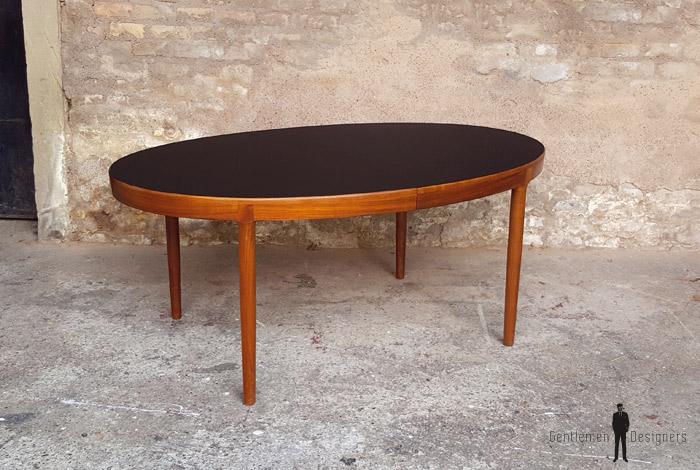 table ovale a rallonges scandinave en teck ostergaard plateau noir