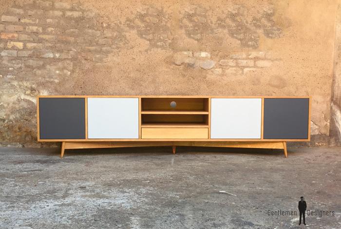 meuble tv enfilade 5 espaces comprenant des portes et des niches