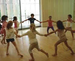 Risultati immagini per danza in cerchio bambini