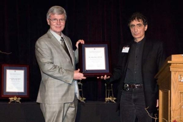 Bruce Alexander presents 2008 SFU Outstanding Alumni award to Gabor Maté