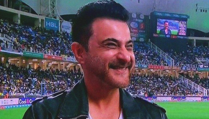 Sanjay Kapoor spotted supporting Peshawar Zalmis at PSL 3 opening ceremony   Sanjay Kapoor spotted supporting Peshawar Zalmis at PSL 3 opening ceremony   183254 9044183 updates