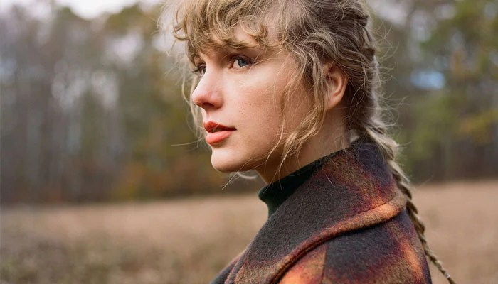 352297 9667541 updates Taylor Swift fawns over 'Folkore' success in iHeartRadio Music Awards speech