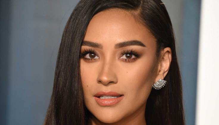 354078 8514963 updates Shay Mitchell pays no heed to haters mom-shaming her