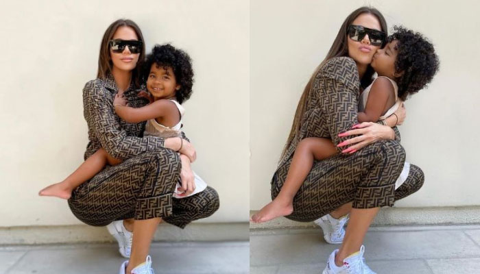 356953 6004268 updates Khloe Kardashian poses with True Thompson after 158m Instagram followers