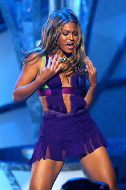 357391 9008058 updates Zendaya pays homage to Beyoncé with 2021 BET Awards look