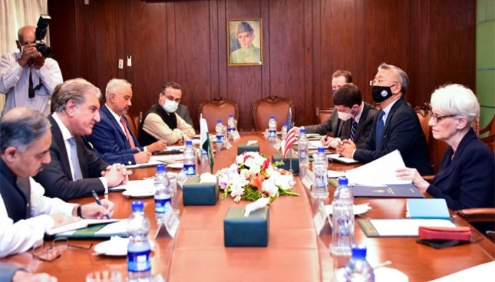 US Deputy Secretary of State meets Foreign Minister Shah Mahmood Qureshi. The meeting was attended by South and Central Asian Affairs Assistant Secretary of State Donald Lu, Foreign Secretary Sohail Mahmood and senior foreign ministry officials. Photo: Courtesy Radio Pakistan