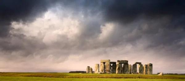 stonehenge-mraky-w600