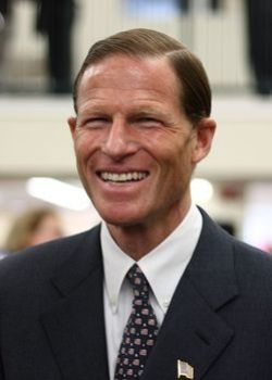 427px-Richard_Blumenthal_at_West_Hartford_library_opening.jpg