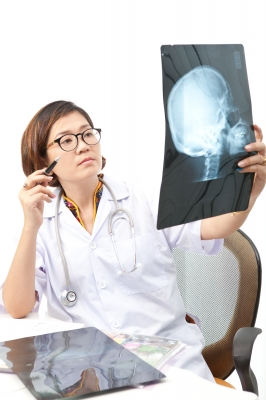 doctor-with-xray