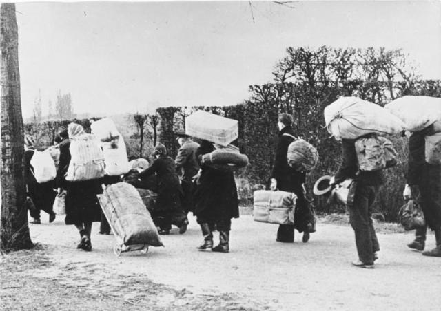 Alemanes abandonando Silesia, ocupada por los aliados, en 1945