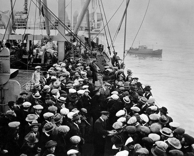 Llegada inmigrantes a Ellis Island en el siglo XIX