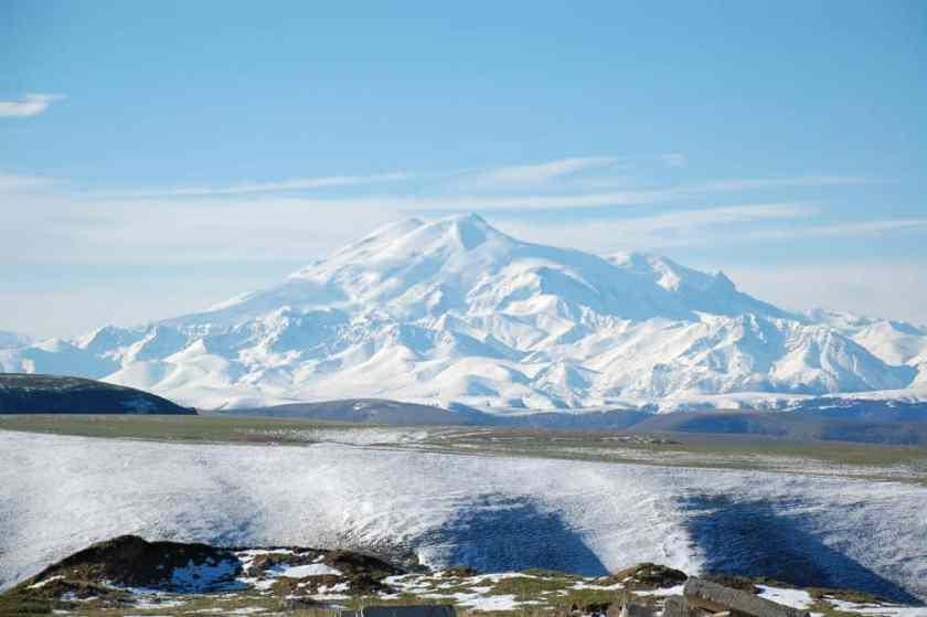 Mount Elbrus, JukoFF, Mediawiki, public domain.