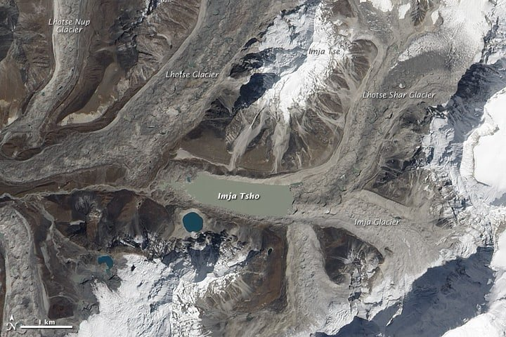Natural-color image of Imja Tsho and surrounding glaciers. Source: Advanced Land Imager (ALI) on NASA's Earth Observing-1 (EO-1) satellite, October 4, 2010.