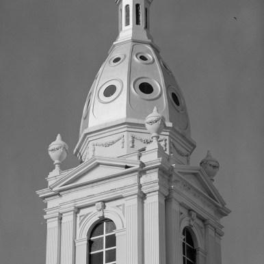 Detalle de la cúpula y las estatuas vista desde el suroeste
