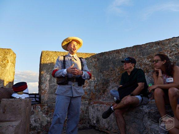 Rafael Mayoral (soldado siglo XIX) narra al público varios eventos de la Guerra Hispanoamericana de 1898.