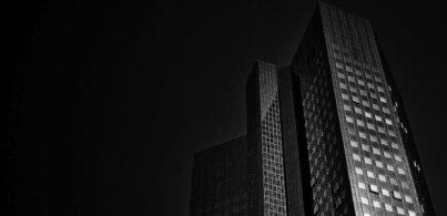 Der Sitz der Deutschen Bank in Frankfurt / Quelle: Pixabay, lizenezfreie Bilder, open library: https://pixabay.com/de/photos/frankfurt-deutsche-bank-skyline-66840/