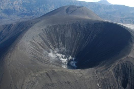 A team of scientists are using a process like a geological CAT scan to map the the inside of Okmok Volcano. Credit: Alaska Volcano observatory, USGS/Wikimedia Commons