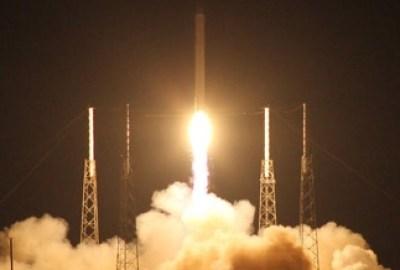 Първият частен космически кораб летя успешно