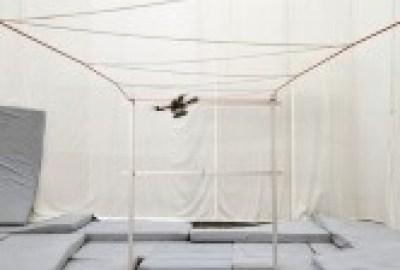 Дрони изплитат висяща конструкция за минути