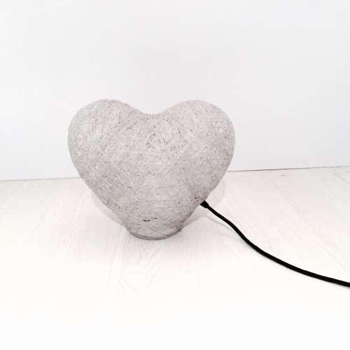 Lámpara corazón de hilo decorativa artesanal