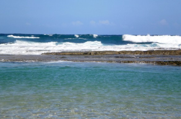 Eolianites and beachrock on Pinoñes beaches create a relatively continuous barrier that protects the shore and make for a relaxing swim.