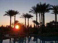 Sonnenaufgang über einem der Pools