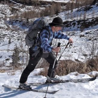 Klaus plagt sich übers Steilstück zur Ragötzlalm