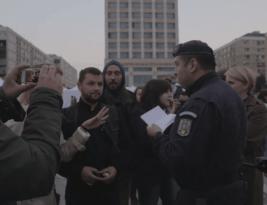 Jandarmii si actorii… numai in Piata Unirii din Iasi!