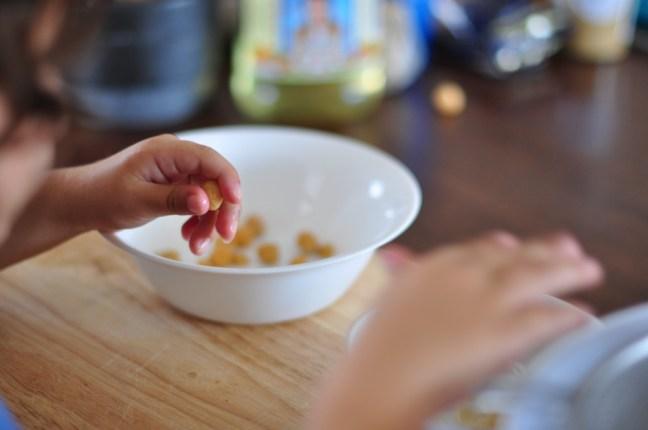peeling chickpeas
