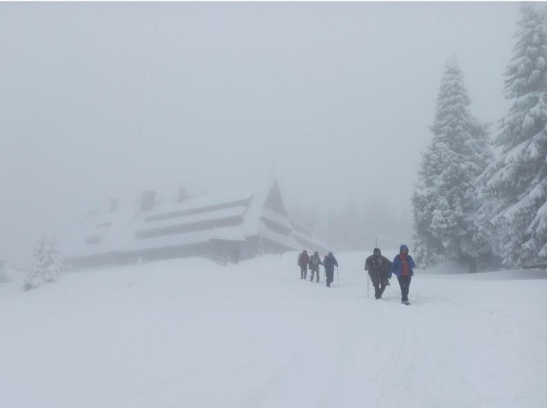 Schronisko pod Turbaczem zimą