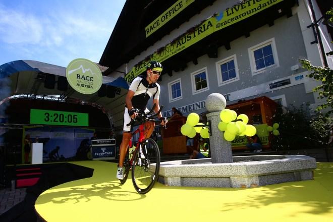 ST.GEORGEN,AUSTRIA,09.AUG.17 - CYCLING, RACE AROUND AUSTRIA, 1500. Bild zeigt Philipp Reiterits (AUT). Foto: Felix Roittner, RAA, Race Around Austria, Philipp Reiterits, Teilnehmer RAA, geradeaus, Rennradblog