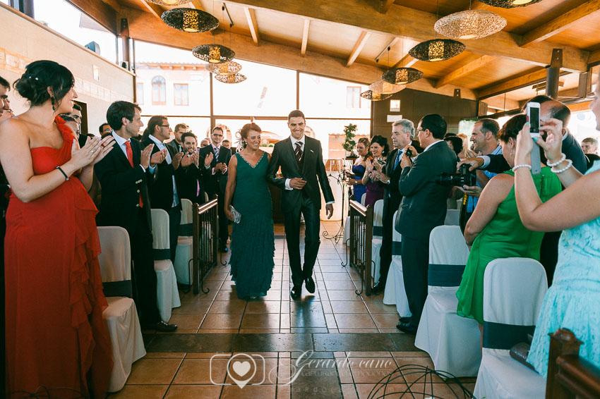 Entrando el novio en laboda en Cigarral de Cembranos - Fotos de boda León -