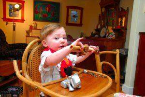 thanksgiving-2010-kanye-with-lamb-bone